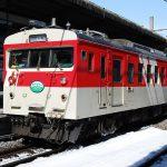 かつて塩尻駅と辰野駅間を走っていたクモハ123(ミニエコー)